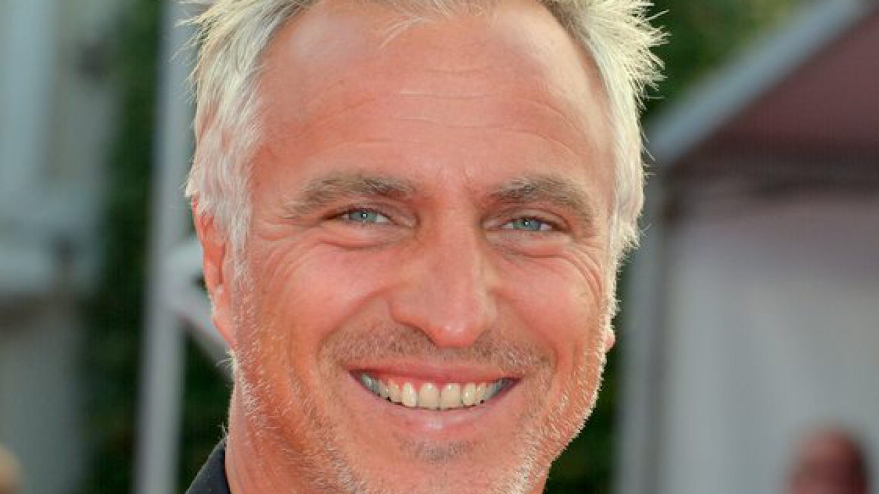 david ginola adresse un message m pokora. Black Bedroom Furniture Sets. Home Design Ideas