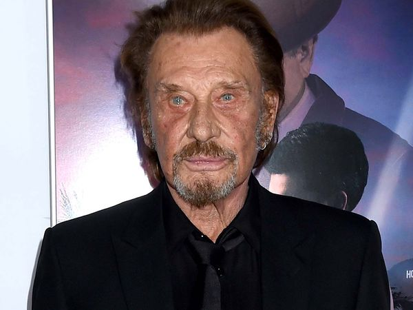 johnny hallyday a t hospitalis. Black Bedroom Furniture Sets. Home Design Ideas