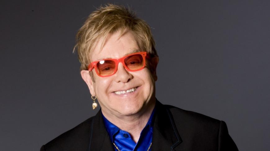 Elton John se remet d'une dangereuse infection bactérienne et annule des concerts