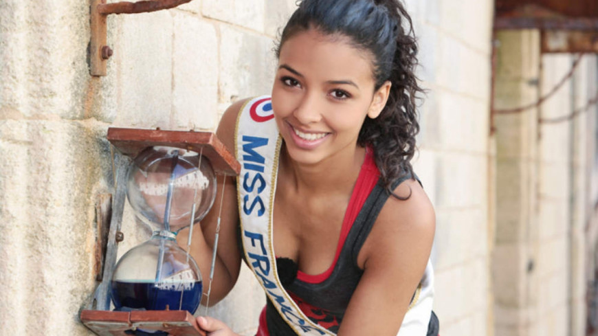 flora coquerel tr s sexy dans fort boyard vid o. Black Bedroom Furniture Sets. Home Design Ideas