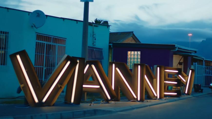 Vianney dévoile le clip de « Moi aimer toi ».